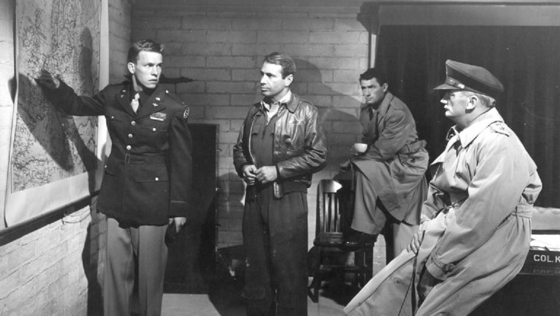 twelve o clock high Twelve o'clock high (1949) / henry king gregory peck is the commander assigned to straighten up a down-on-its-luck heavy bomber squadron and.