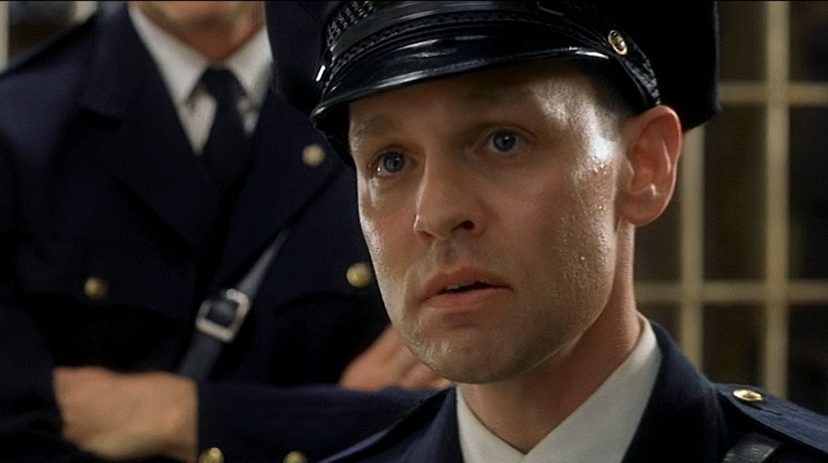 """an analysis of the film green mile Uddrag """"the green mile"""" is a movie from 1999 directed by frank darabont as a very typical stephen king movie supernatural things are integrated into the real world through a single person."""