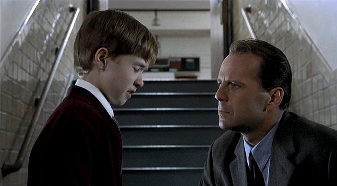 an analysis of the movie the sixth sense written and directed by m night shyamalan The sixth sense uk relesease date: 5th novemeber 1999directed and written by mnight shyamalan.